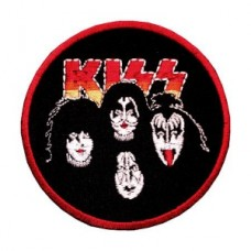 Нашивка вышитая Kiss